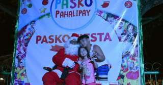 Catch Santa Claus for a selfie at the People's Park