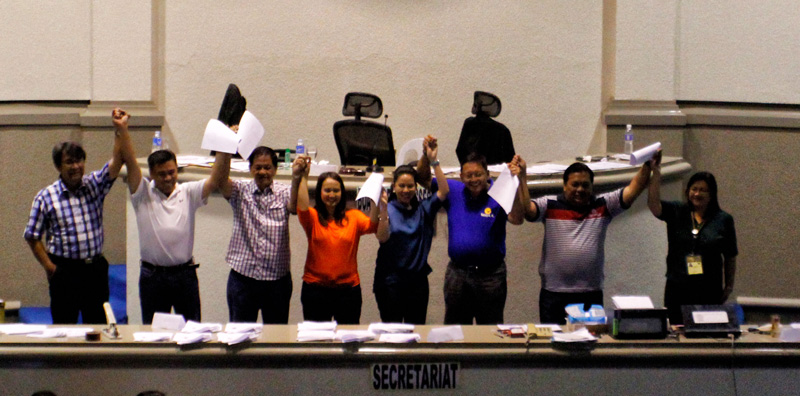 Councilors-elect for the first political district with Comelec officials.  (davaotoday.com photo by Medel V. Hernani)