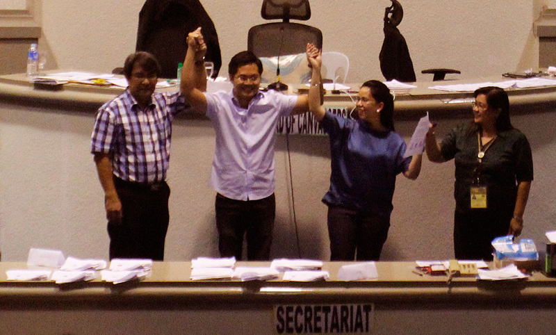 Lawyer Karlo Nograles (second from left), representative-elect for the first congressional district.  (davaotoday.com photo by Medel V. Hernani)