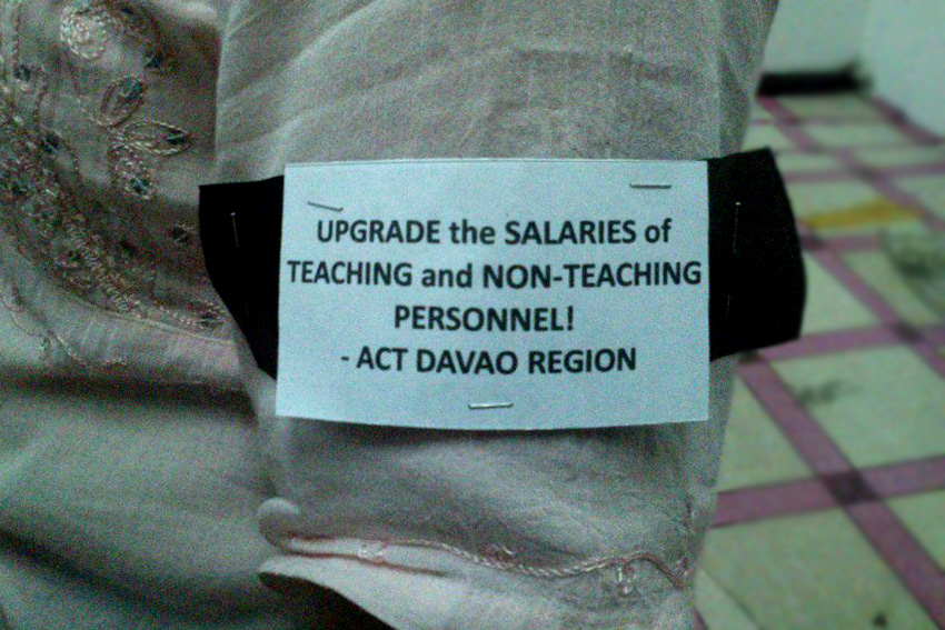Teachers to wear black armbands vs. corruption, low pay